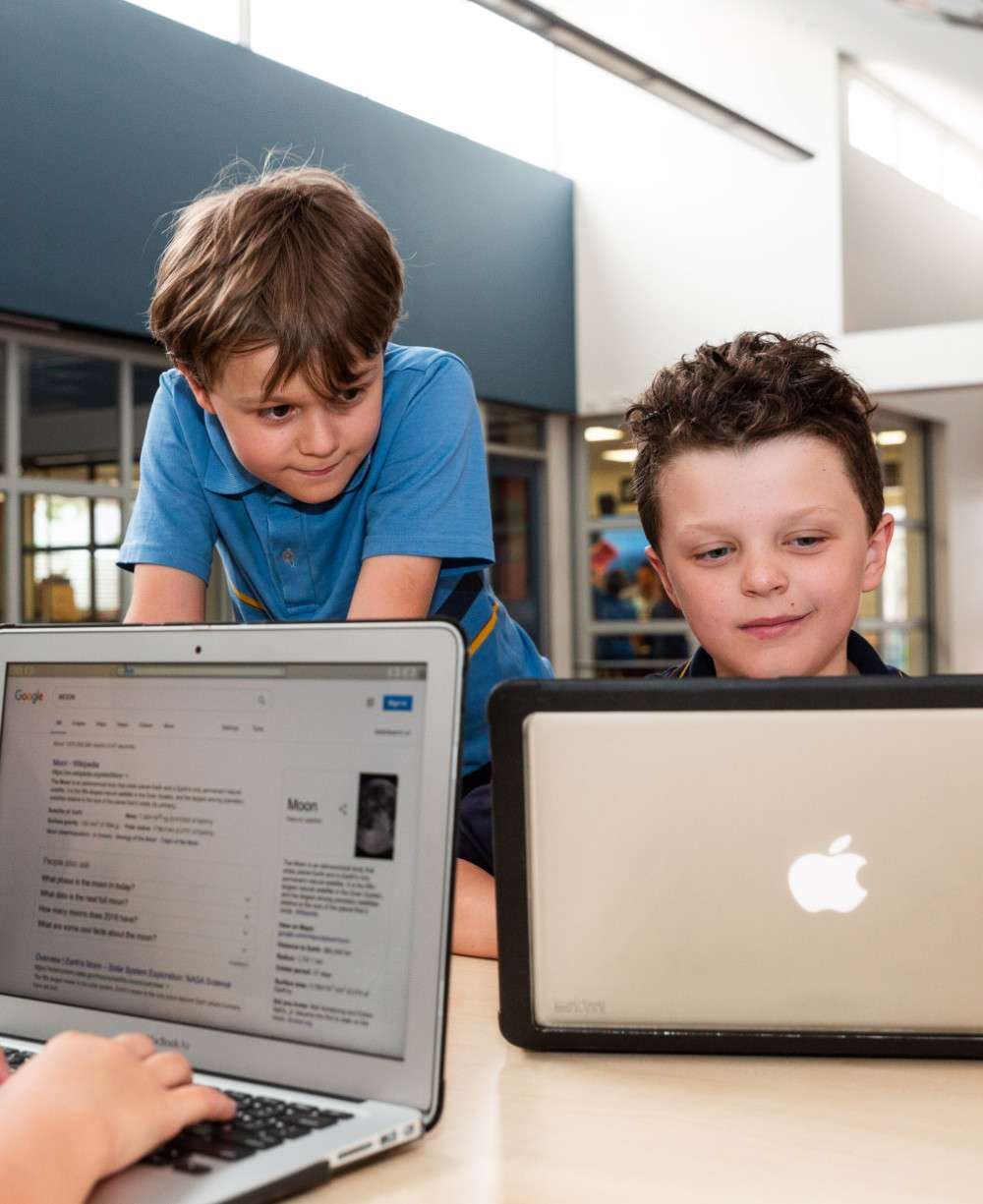 St Josephs Hectorville students with tech